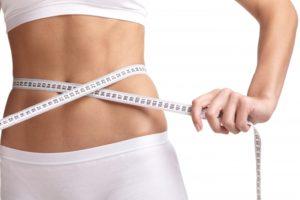 腹筋を測る女性